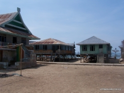 Komodo National Park. Pulau Kukusan island. Fishing village (7)