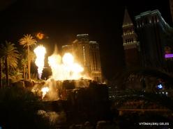 Las Vegas. Mirage Volcano Show (8)